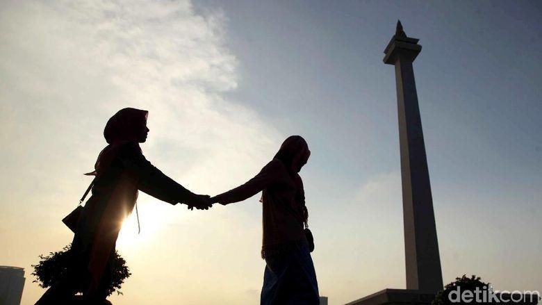 Jakarta memiliki banyak destinasi wisata menarik dengan berbagai macam pilihan. Salah satunya yang menjadi ikon pariwisata ibukota adalah Tugu Monas.