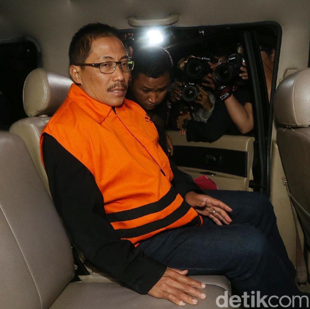 Hakim: Bupati Cirebon Terima Duit dari ASN Rp 1-100 Juta Sejak 2014