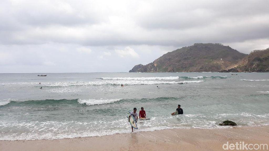 34 Peselancar Ramaikan Kejuaraan Surfing di Gunungkidul