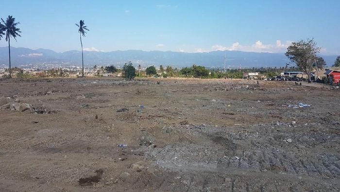 Proses perataan tanah likuifaksi di Balaroa, Palu Foto: Dok. Mabes TNI