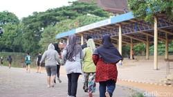 Foto lintasan lari berwarna biru bertebaran di media sosial belakangan ini, dengan tag lokasi Kota Tangerang. Betul, itu adalah wajah baru Lapangan A Yani.