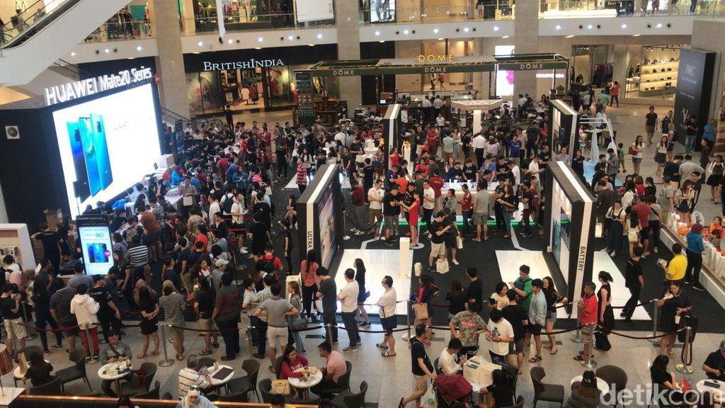 Penjualan perdana ponsel Huawei Mate 20 Series dihelat di Huawei Flagship Store yang berada di pusat perbelanjaan Pavillion Ellite, Bukit Bintang. (Foto: detikINET/Adi Fida Rahman)