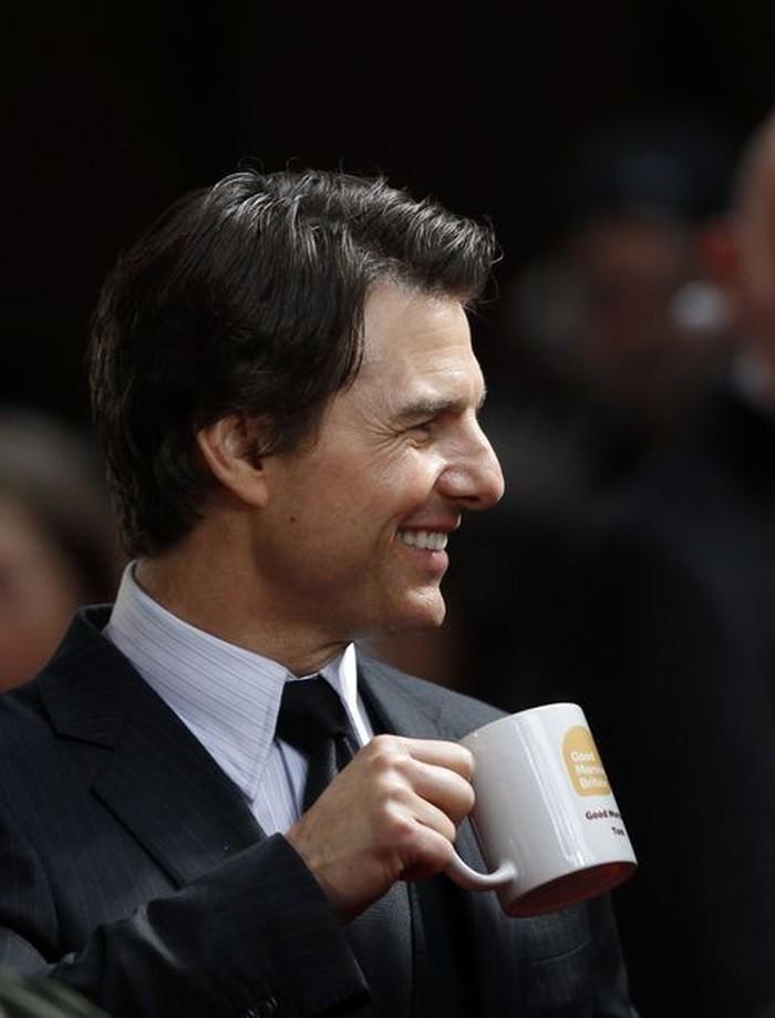 Sudah menjadi aktor sejak tahun 1981, Thomas Cruise Mapother IV atau Tom Cruise punya wajah yang tampan dan akting yang handal. Dia juga gemar dengan secangkir kopi. Foto: Istimewa