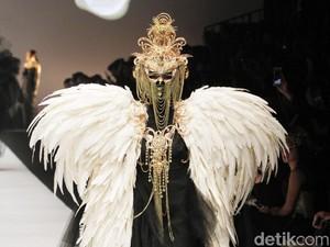 Wajah Spektakuler Rinaldy A. Yunardi Tutup Jakarta Fashion Week 2019