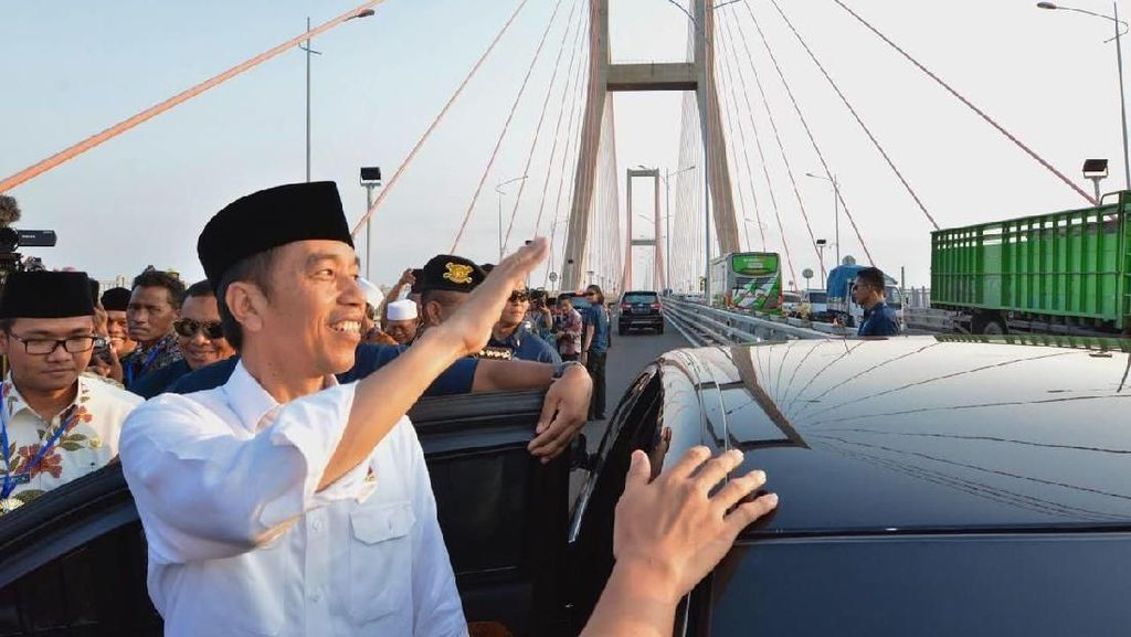 Melintas di Jembatan Suramadu Sekarang Gratis