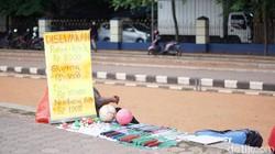 Tiap kota pasti punya spot asyik untuk olahraga, tak terkecuali Tangerang. Kamu yang melewatkan masa sekolah di Tangerang pasti tahu Alun-Alun Ahmad Yani.