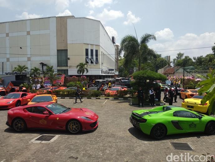 Orang Kaya Indonesia, Kondangan Bareng Puluhan Lamborghini