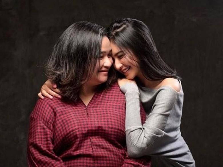 Ucapan Duka Mengalir untuk Mikha Tambayong yang Ibundanya Meninggal