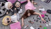 Saat Para Crazy Rich Asian Pamer Kekayaan Lewat Tren Foto Tersungkur