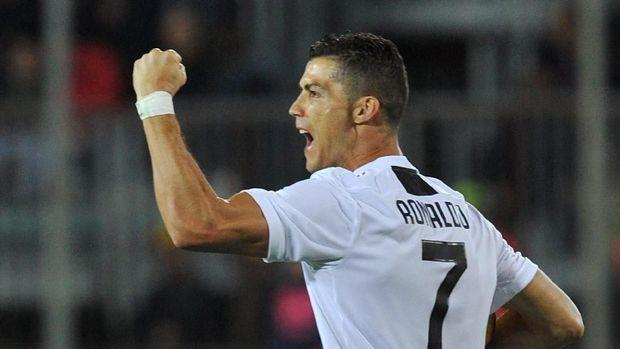 Ronaldo termasuk sebagai pemain tercepat yang mengemas 10 gol di musim debut.