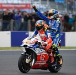 Momen Kocak Pebalap MotoGP Jadi Tukang Ojek