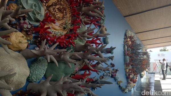 Foto: Instalasi keramik ini digagas organisasi nirlaba Coral Triangle Center berkolaborasi dengan seniman asal Amerika Serikat dan Indonesia, BPPT-BTIKK, Jenggala dan 300 relawan dari Bali. (Aditya Mardiastuti/detikTravel)
