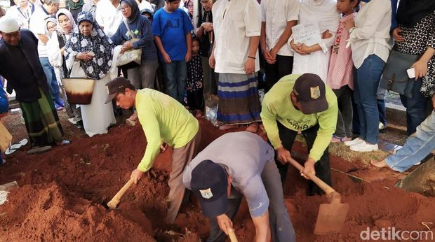 Suasana Haru Selimuti Pemakaman Pelari Jakarta Marathon