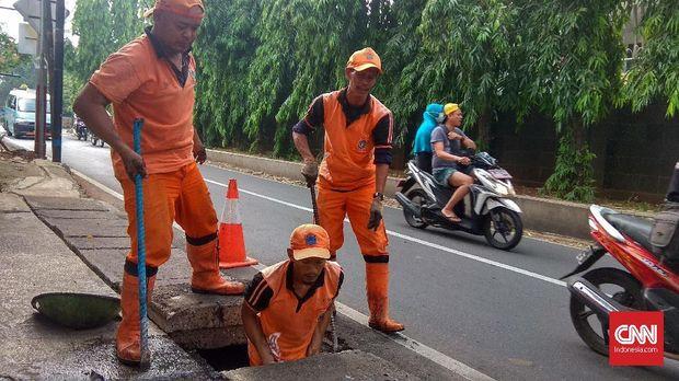 Kerja Keras Spesialis Gorong-gorong Jelang Musim Hujan [EMB 6