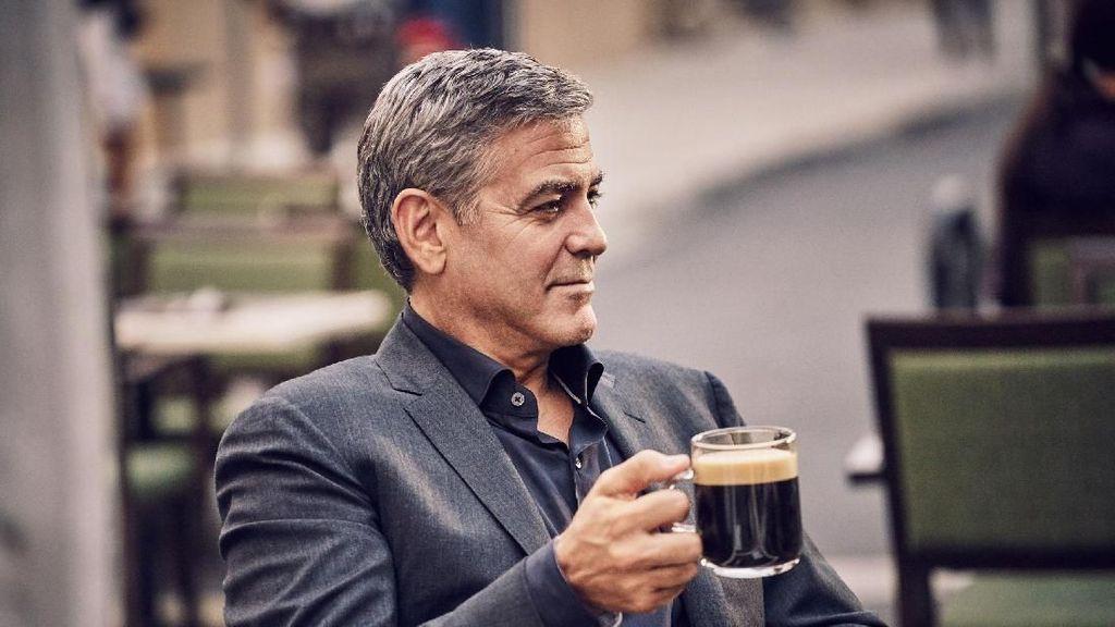 Makin Tampan, Aktor George Clooney Ternyata Hobi Makan Pisang dan Hotdog