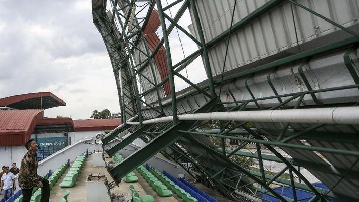 Gubernur Sumsel meninjau kerusakan di venue Jakabaring Sports Complex (ANTARA FOTO/Nova Wahyudi)