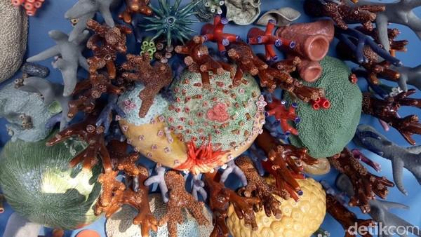 Foto: Hasil karya desainer Semesta Terumbu Karang Courtney Mattison berharap karyanya itu bisa menjadi sarana edukasi tentang terumbu karang. (Aditya Mardiastuti/detikTravel)