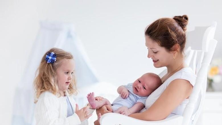 6 Tips Melakukan Tandem Nursing (Foto: iStock)
