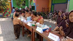 Begini Serunya Siswa Kelas 2 SD di Pasuruan Latihan Wirausaha
