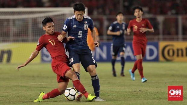 Timnas Indonesia U-19 lebih banyak main bertahan melawan Jepang di babak pertama.
