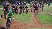JPM MTB Trail Race juga membuka kelas XC. Peserta memulai balapan dengan serentak. Istimewa/JPM Bike Park.