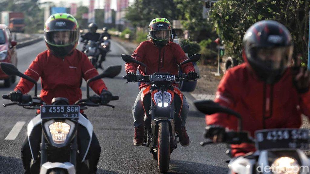 Jalanan Berlubang di Pantura, KTM Road Warriors Batasi Kecepatan