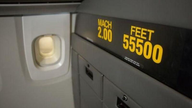 Pesawat Concorde terbang di kecepatan Mach 2 atau 2.172 km/jam di ketinggian 60.000 kaki. Traveler bisa melihat kecepatannya di dinding kursi terdepan (Suzanne Plunkett/CNN)