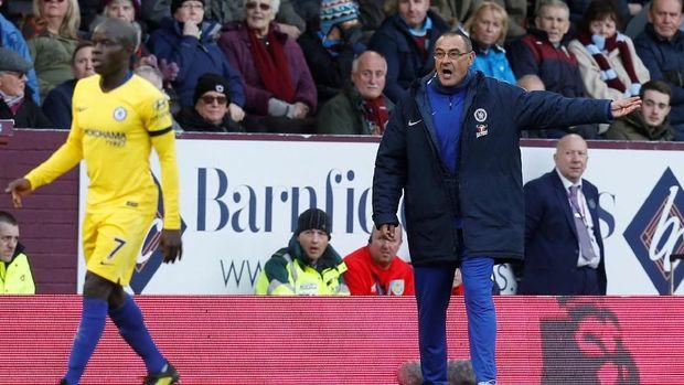 Maurizio Sarri berharap Eden Hazard bertahan di Stamford Bridge.