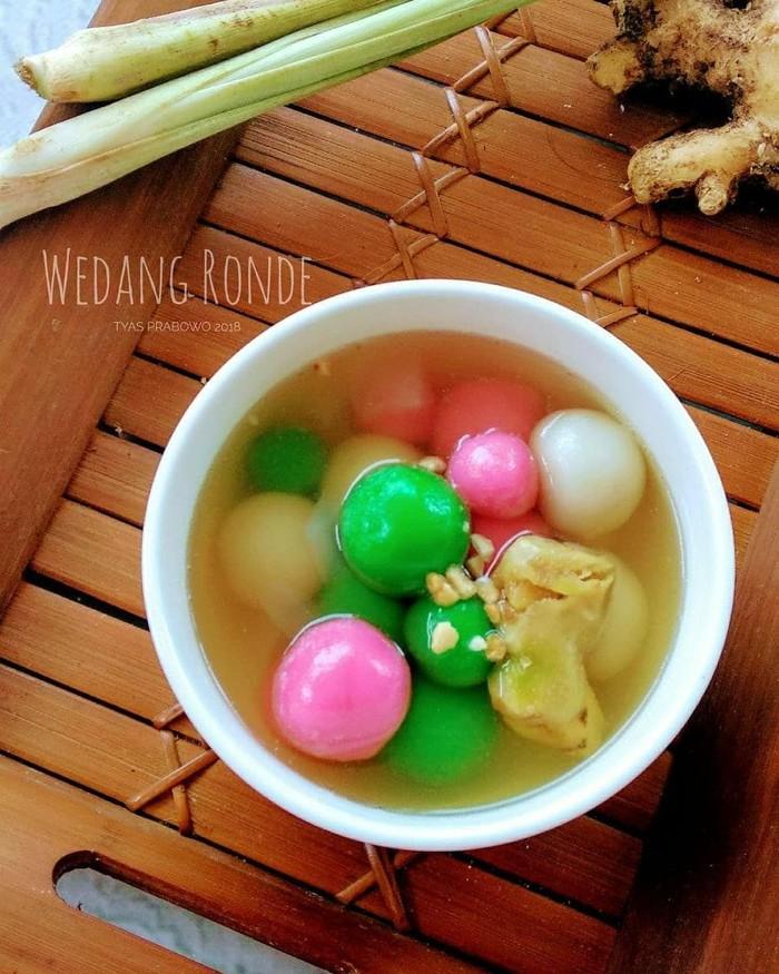 Wedang ronde populer di Yogyakarta dan Solo. Minuman berbahan wedang atau air jahe ini dilengkapi ronde, bola-bola tepung ketan yang kenyal dan legit. Foto: Instagram tyasprabowo