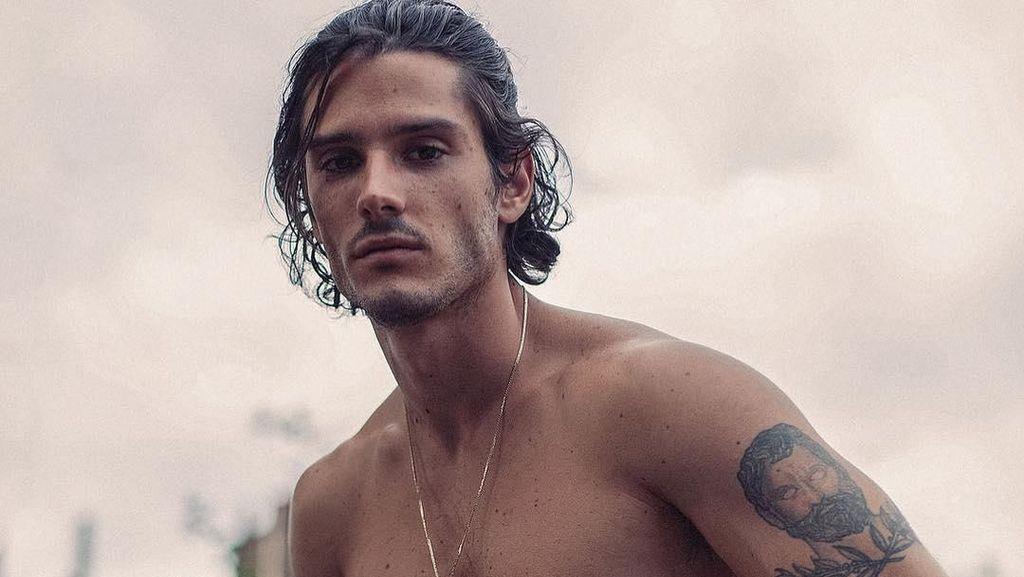 Foto: Diego Barrueco, Model Tampan Spanyol yang Suka Pantai