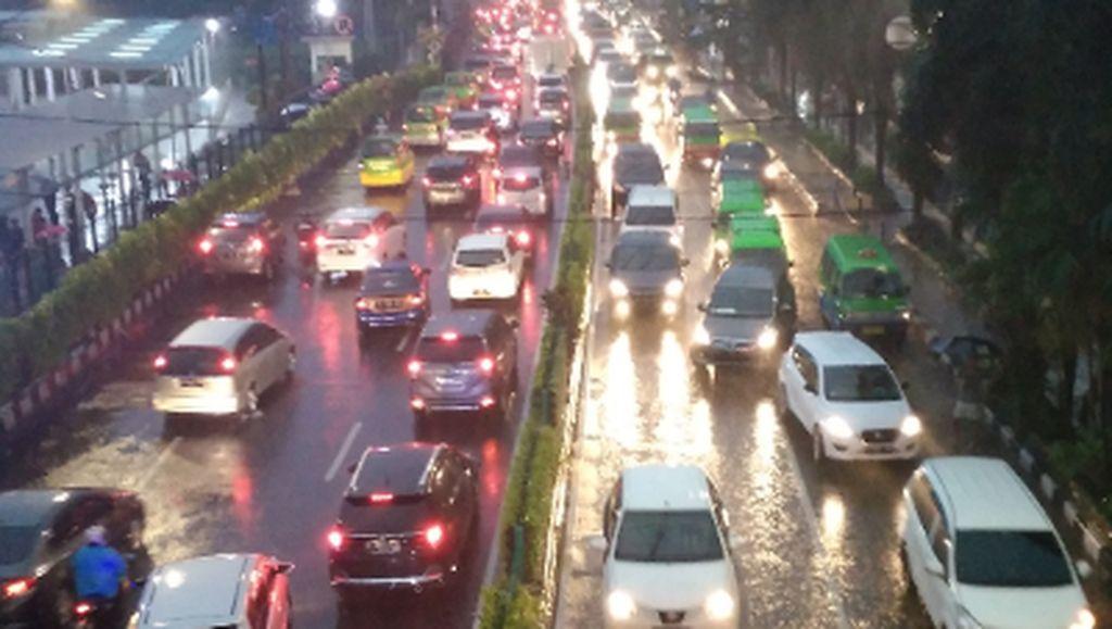 Hujan di saat jam Pulang Kerja #kotahujan