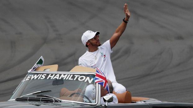 Lewis Hamilton tampil lebih baik sejak pertengahan musim bila dibandingkan dengan Sebastian Vettel.