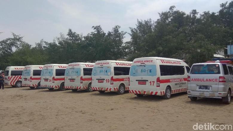 Ambulans Disiagakan di Pantai Pakis Karawang