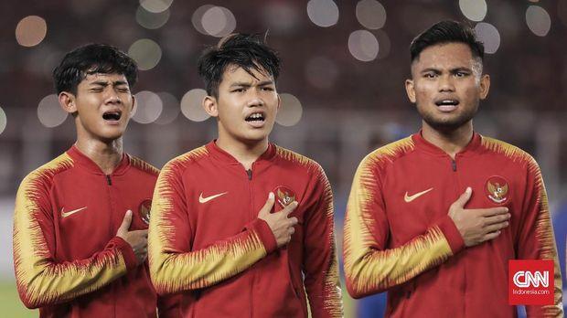 Firza (kiri) saat ini masuk ke dalam skuat Timnas Indonesia U-22.