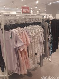 H&M Diskon Hingga 70%, T-shirt Mulai dari Rp 70 Ribu