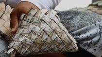 Sedemikian Tak Berharganya, Mata Uang Venezuela Dijadikan Tas