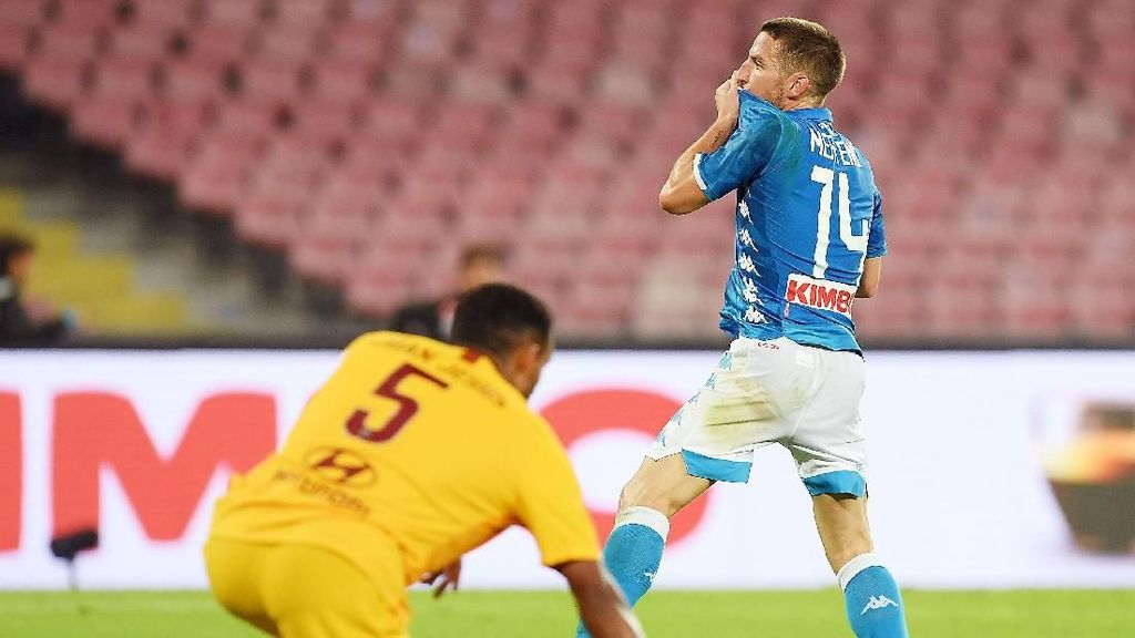 Hasil Napoli vs AS Roma: Gol Mertens Paksakan Laga Berakhir 1-1