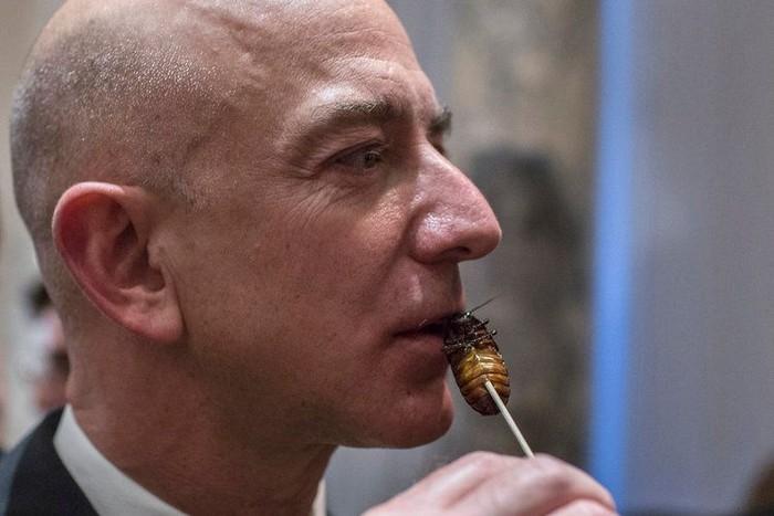 Kekayaan CEO Amazon ini membuat dirinya didapuk jadi orang terkaya di dunia. Pertengahan tahun ini saja kekayaannya tercatat sebesar USD 149 miliar atau sekitar Rp 2.100 triliun. Foto: PicklesPip