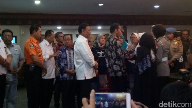 Saat Jokowi Berbincang dengan Para Keluarga Koban Lion Air