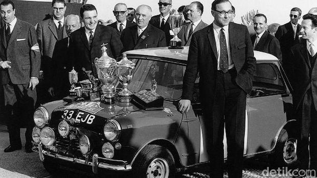 Mobil Mini pemenang reli