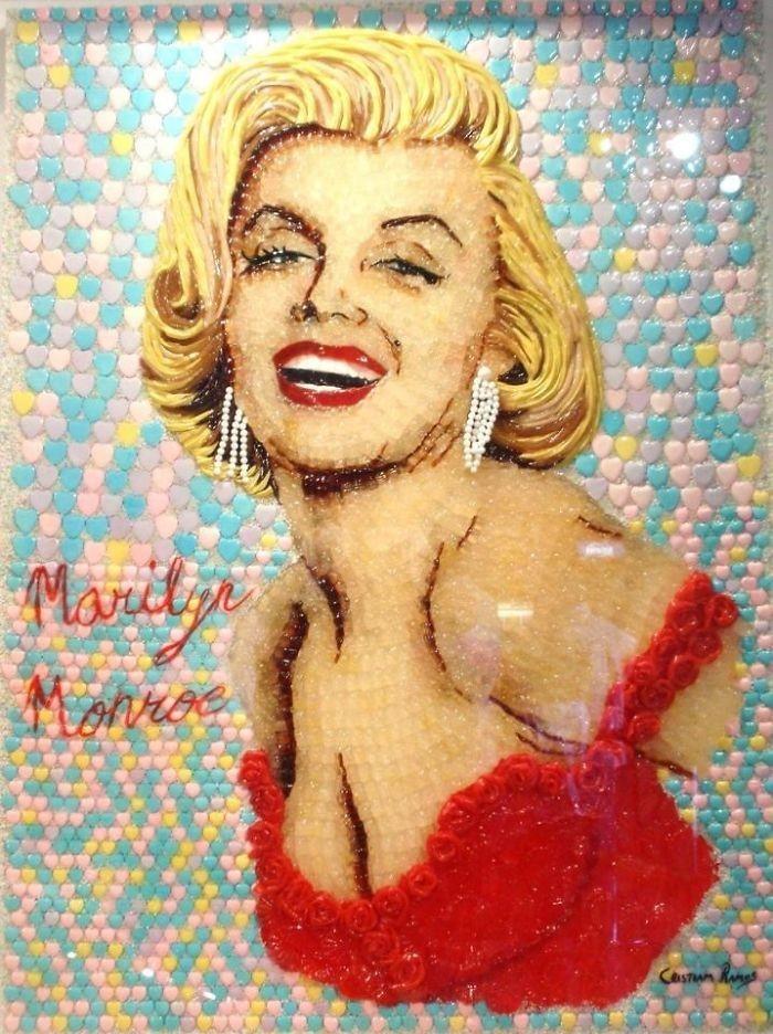 Potret selebriti ini dibuat dengan sangat mendetail. Seperti pada potret Marilyn Monroe ini dibuat persis seperti wajah aslinya, Mulai dari rambut yang bergelombang, hingga lipatan kulitnya. Foto: Istimewa