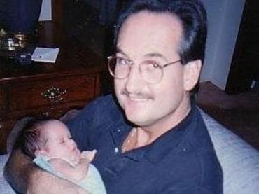 Ini Cinta bersama sang ayah, Michael Kiehl, waktu masih imut-imut banget. (Foto: Instagram/herdianak)