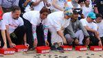 Momen Menteri Susi saat Lepas Anak Penyu di Bali