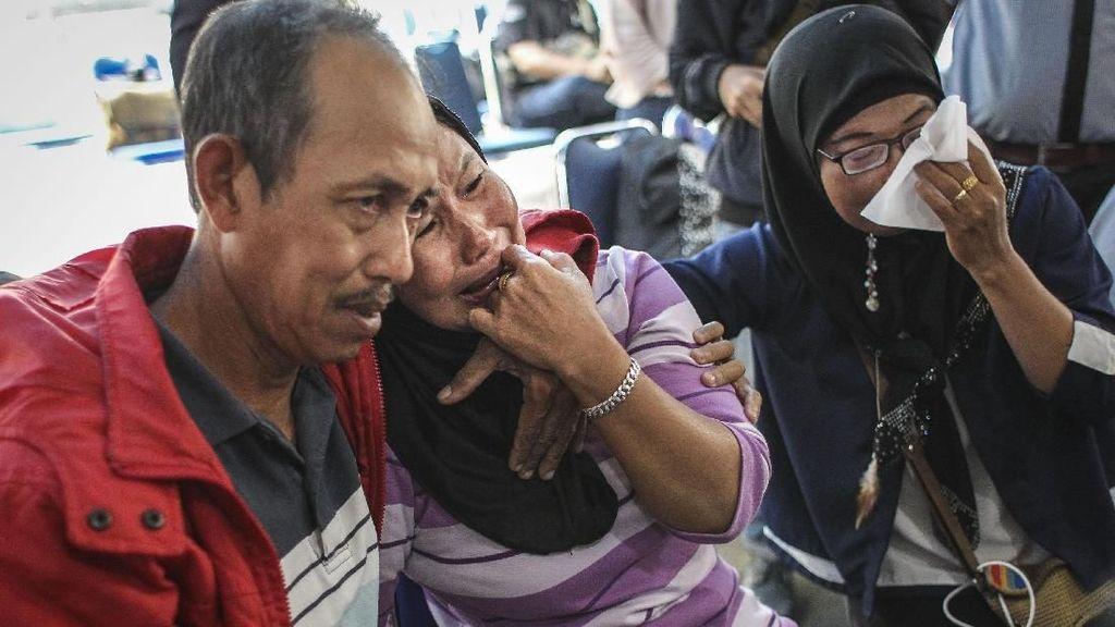 Suasana Duka Selimuti Crisis Center Lion Air JT 610 di Halim