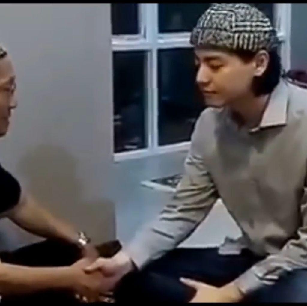 Roger Danuarta yang Didoakan Selalu Istikamah Jadi Muslim Taat
