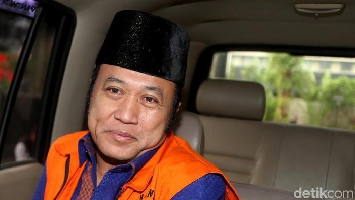 Bupati nonaktif Lampung Selatan Zainudin Hasan menjalani pemeriksaan lanjutan. Ia diperiksa sebagai tersangka kasus suap proyek infrastruktur di Lampung Selatan