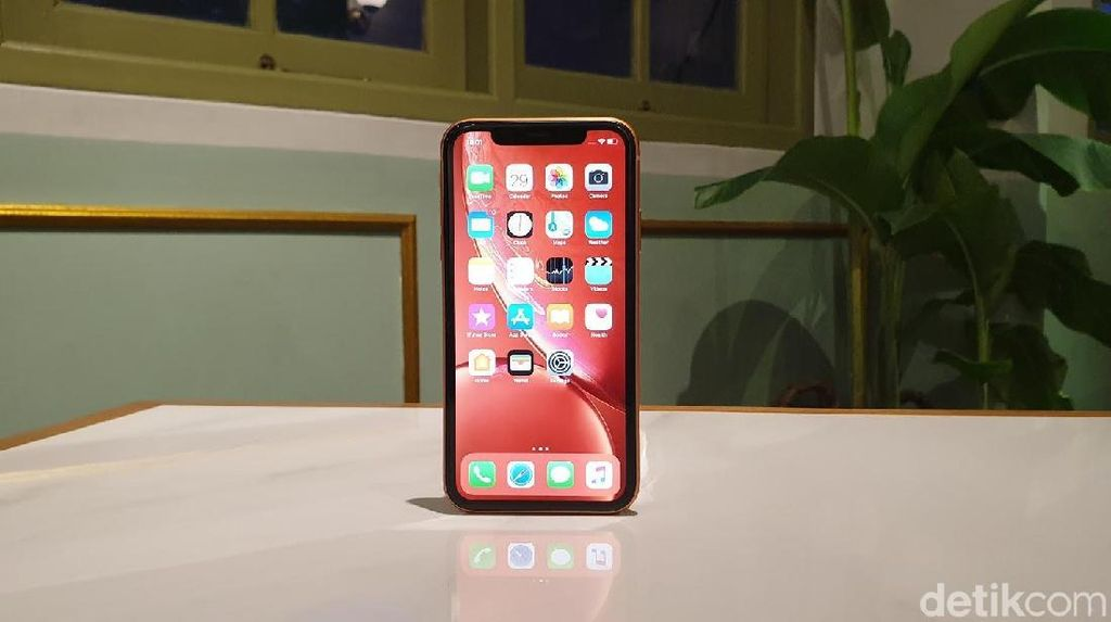 iPhone Bakal Beralih Total ke Panel OLED?