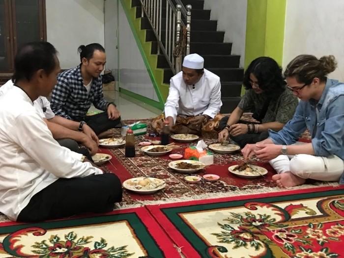 Dul adalah anak bungsu pasangan Maia Estianty dan Ahmad Dhani. Adik dari Al dan El ini beberapa kali memamerkan momen makan-makan. Foto: instagram @duljaelani