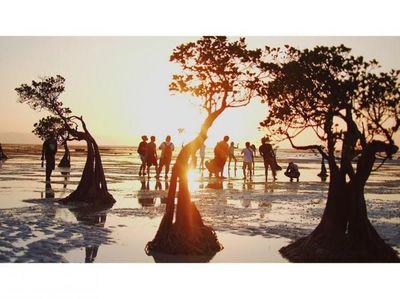 Senja Unik dari Pantai Walakiri Sumba