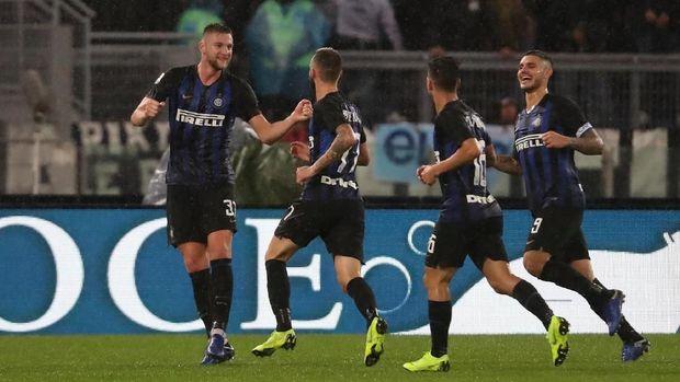 Inter Milan berusaha meraih tiga angka untuk menjegal langkah Barcelona.